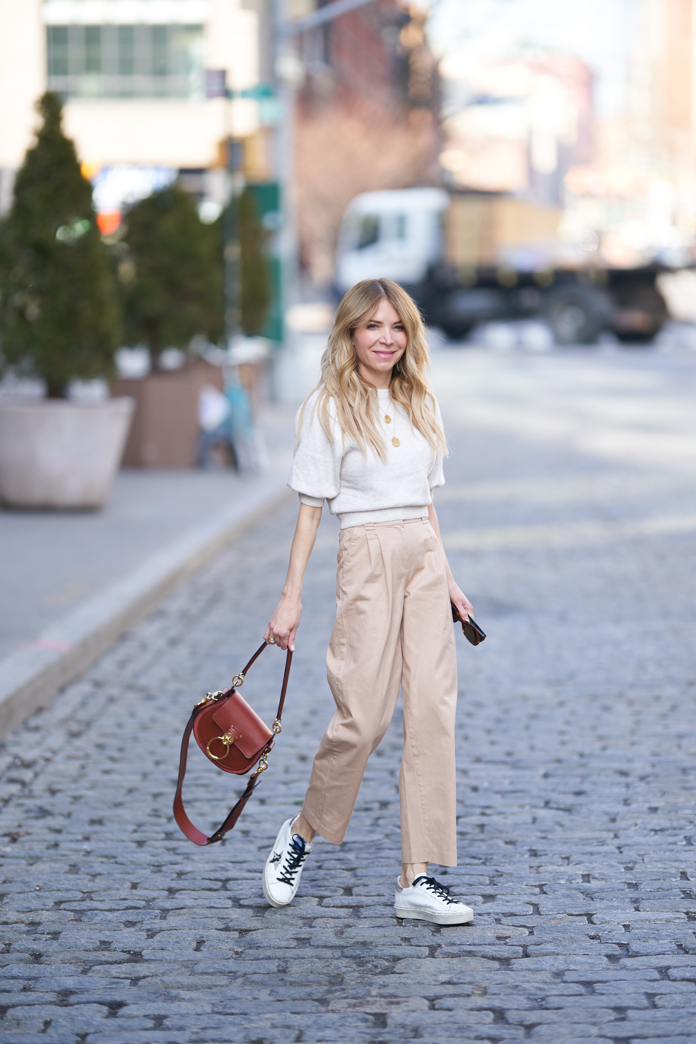 Pleated pants, Puffed Sleeve Sweater, Chloe Tess, About the Outfits, www.abouttheoutfits.com, Golden Goose sneakers