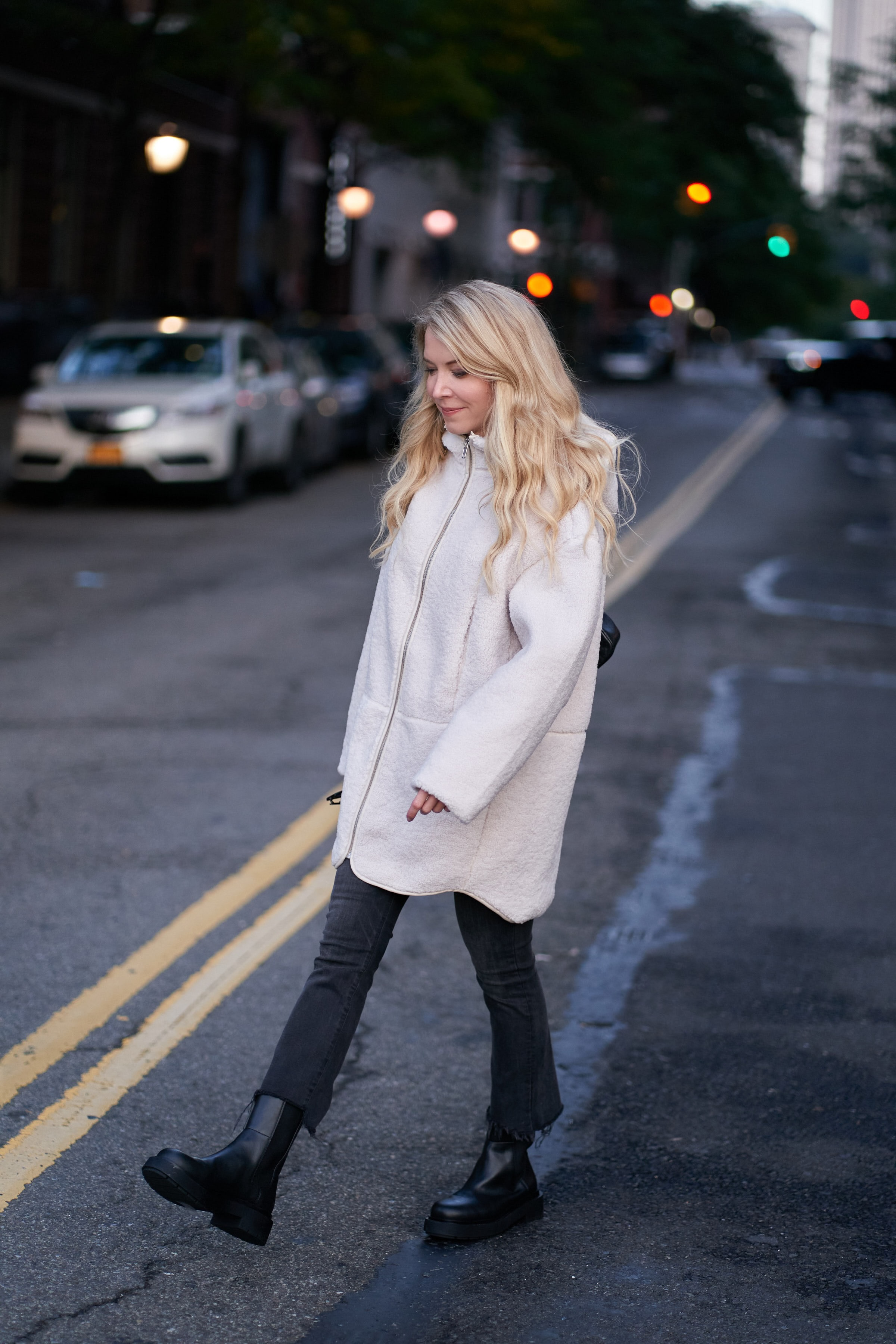Laura Bonner, Lug sole Chelsea Boot, H&M hooded faux shearling jacket, About the Outfits, www.abouttheoutfits.com